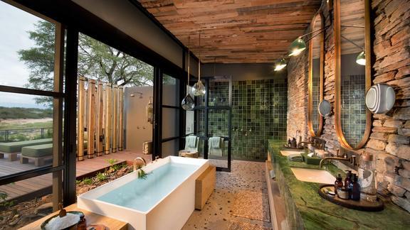 andBeyond Tengile River Lodge - Guest suite bathroom