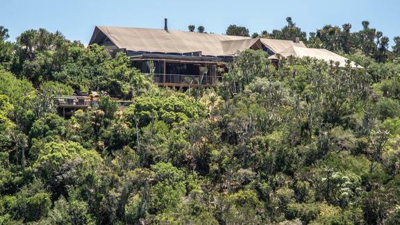 Kariega Settlers Drift Main Lodge Building - Settlers Drift offers 5-star luxury in a remote part of the Kariega wilderness.